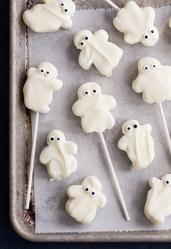 Candy Dipped Ghoster Roaster Marshmallows